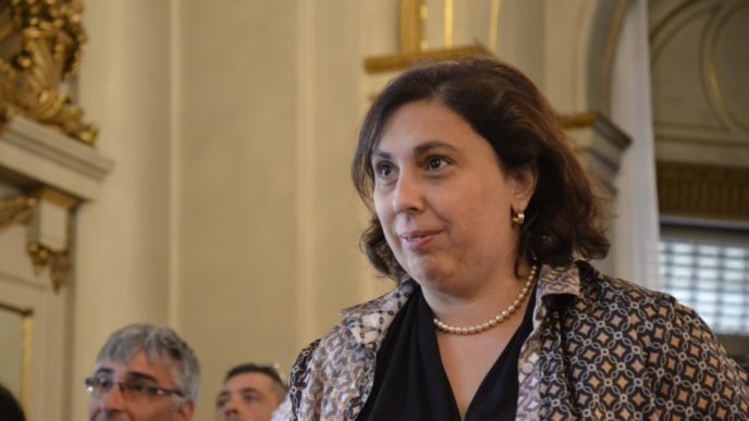 Paula Oliveto.