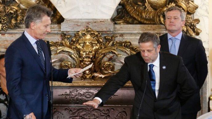 Macri tomando juramento a Adolfo Rubinstein