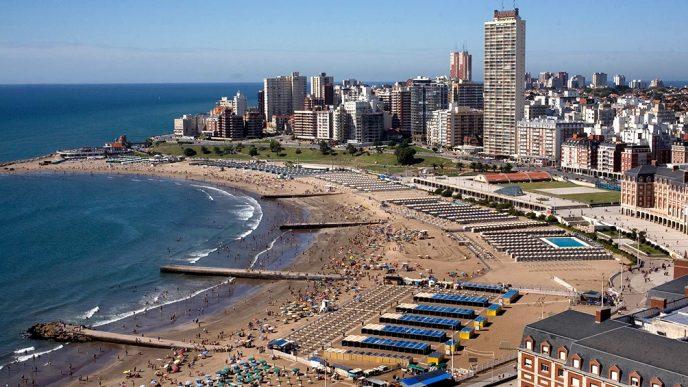 Temporada de verano en la costa argentina.