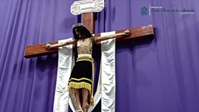 En una parroquia de Puebla se vio cómo la figura de Jesús crucificado agachaba la cabeza como en el último suspiro